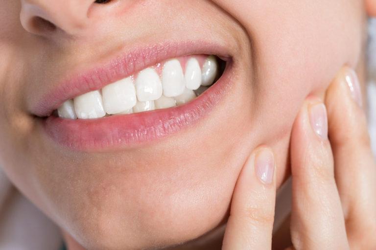 Mal di denti in vacanza? Ecco i consigli del prof. Alberto Di Blasio